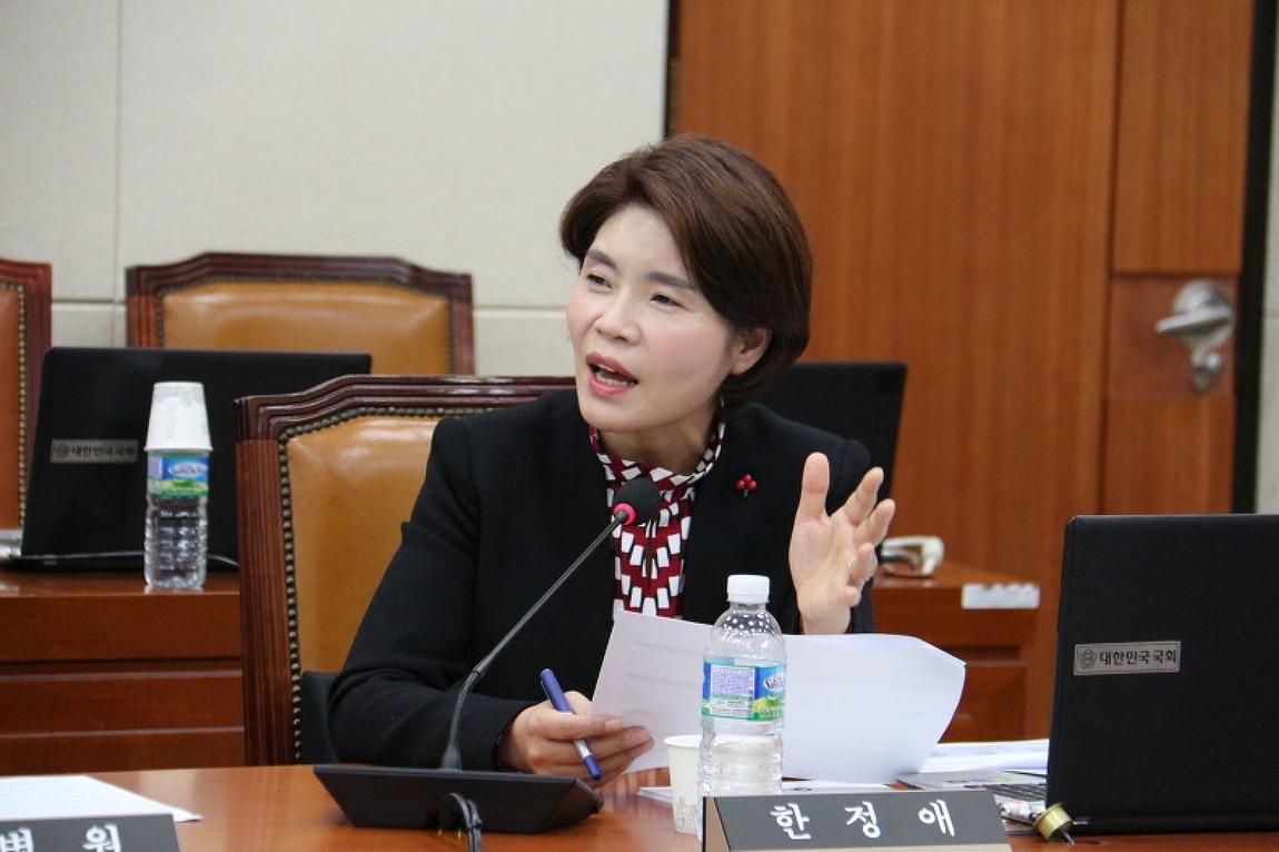 [시사IN] <단독> 박근혜 정부 돈 받고 노동정책 홍보 기사 쓴 언론