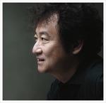 김진명, 역사책이나 철학책을 읽고 친구들에게 강의하려 들 만큼 책을 좋아하다.