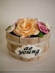 서프라이즈 생일 파티와 장미 케이크