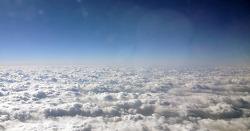 구름 위로…