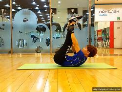 복근운동과 힙업운동을 한번에!