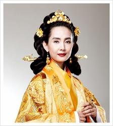 천추태후, 헌애왕후, 김치양과의 사통사건으로 왕실의 권위에 타격을 주다.