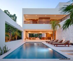 좁은 부지에 잘 지어진 바닷가 풍경이 아름다운 멕시코의 풀장주택