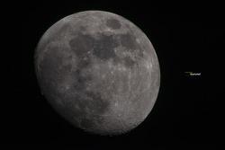2240mm 달(moon)님! 오늘 밤하늘의 미세먼지속 달빛아래서
