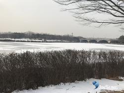 겨울이 가네요 꽁꽁언 호수공원에서 행주산성원조국수집까지 눈길라이딩!