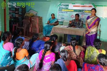 양계사업으로 소득창출의 희망이 생긴 인도 여성 달리트