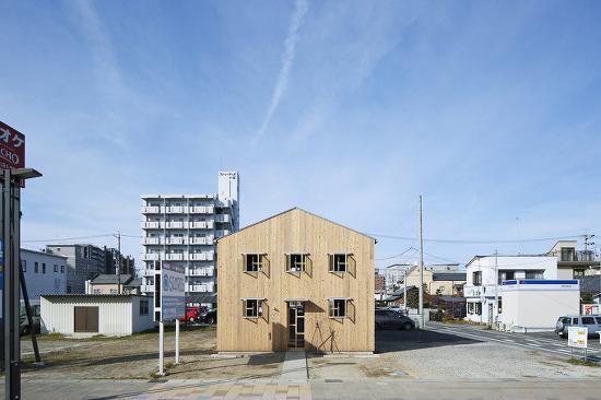 *시대를 넘어 공간에 동화될 일본의 목조 병원 건물-[ ihrmk ] The Clinic Made of Plain Wood Base