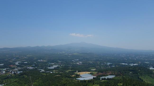 5분이면 등반끝! 아이와 함께 오르는 군산오름, 한라산이 환상적인 오름풍경 | 제주오름로드