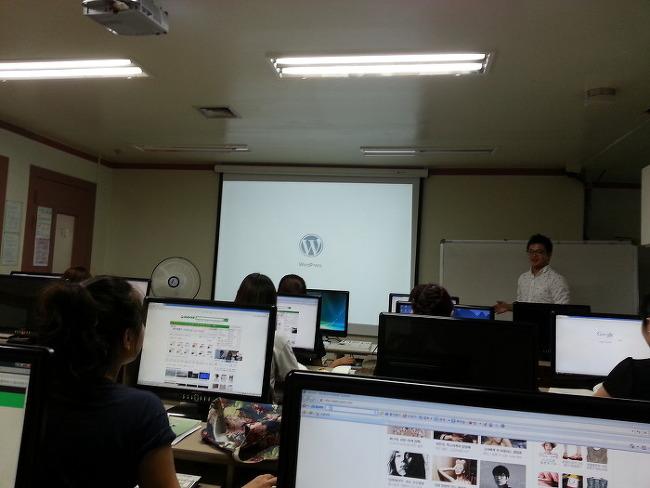 워드프레스 강의중인 차명하 강사님. 홈커뮤니케이션 개발자로 고생하셨지요.