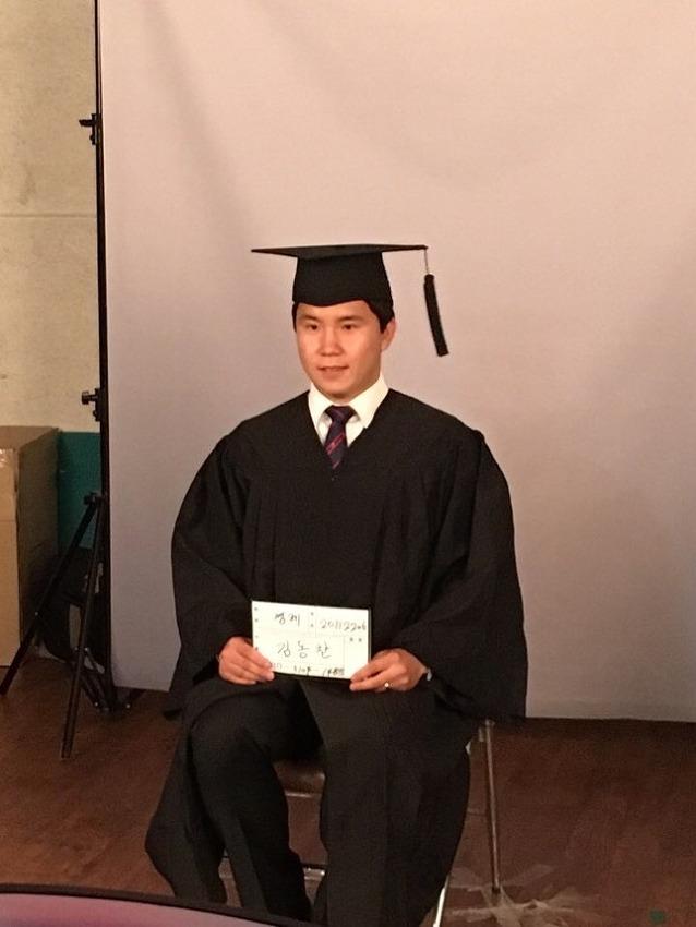 단 한 명의 대학생이 졸업합니다.