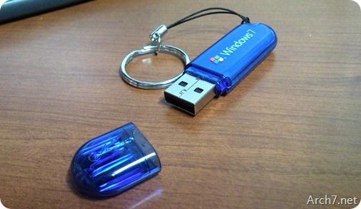 일상에서 흔히 볼 수 있는 USB 메모리(USB flash drive)