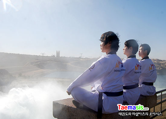 아스완의 상징 하이댐에 수문이 열리던 날.