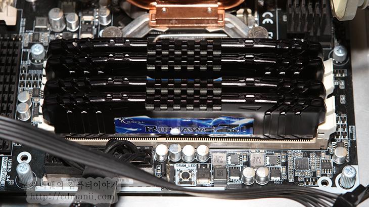 램 업그레이드, 렘, 램, RAM, 업그레이드, 램업그레이드, 램 업글, 램용량, 램 적정용량, DDR3, 16GB, IT, 지스킬, 램클럭, 램 클럭, 사용중, 대기 모드, 리소스 모니터, 성능,램 업그레이드 언제하는게 좋은지 그리고 램용량이 자신에게 적당한지에 대해서 물어보시는 분들이 많습니다. 결론부터 말하면 사용자마다 모두 다르기 때문에 적정용량이란건 없습니다. 램 업그레이드 기준은 램의 용량이 또는 램속도가 느려서 컴퓨터의 성능에 영향을 줄 때 하는게 가장 좋습니다. 물론 가장 빠른램 용량이 넉넉한램을 쓰고 있다면 걱정할일은 없겠죠. 램은 많아서 손해보는일은 없으니까요. 물론 전력소모량은 조금 더 늘어나겠지만요. 램용량에 대해서 어느정도가 적당해요? 라고 물어보면 대부분 조금씩 다르게 말하지만 4GB도 충분하다고 하는분도 있는 반면 8GB정도는 되어야한다고 말하는분도 있습니다. 물론 지금은 DDR3램의 경우 가격이 예전에 비해서는 많이 내려가 있는 상태이기 때문에 8GB를 쓰는경우가 많습니다. 그런데 처음에 2GB를 쓰고 있었고 램을 업그레이드 해야하는 경우라면 4GB를 2개 달아야할지 아니면 4GB 정도만 추가해줘야할지 그리고 듀얼채널로 하면 빠르다던데 하는 여러가지 이유로 고민을 하게 됩니다.  제 사견이지만 DDR3는 클럭이 비교적 높기때문에 듀얼채널보다는 램용량이 넉넉한게 더 이득을 보는 경우가 많습니다. 즉 2GB 2개를 꽂는것보다는 차라리 4GB 1개를 쓰는게 나중을 위해서 더 좋다는것이죠. 그리고 이 글의 목적인 램 업그레이드 시기를 자신이 직접 결정짓는 방법을 알아볼것입니다.