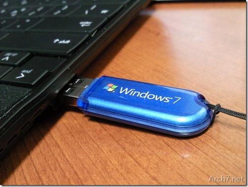 컴퓨터에 USB 메모리를 연결합니다.(드라이브 문자를 고정시킬 장치를 연결합니다)