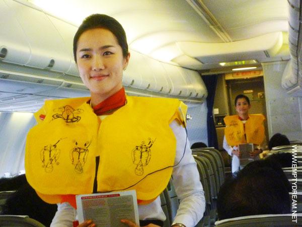 티웨이항공 미녀 스튜어디스 기내 안전교육