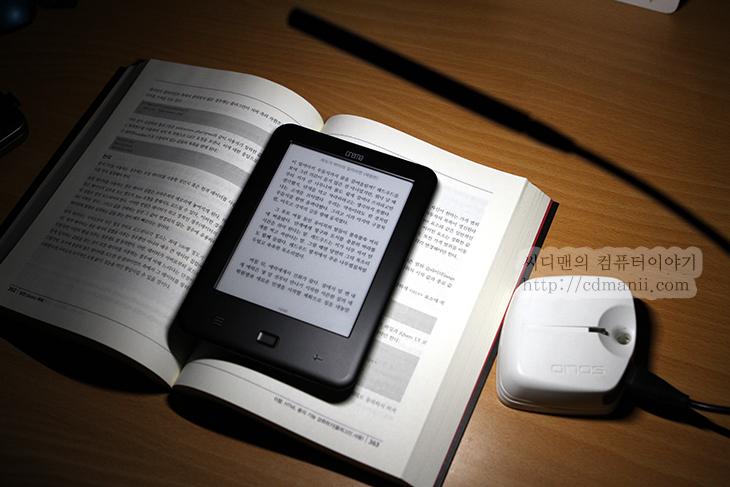 크레마 터치, 후기, 크레마 전자책, 사용기, 화면, 반응속도, 웹서핑, e ink pearl, 패널, 전자책, 빛아래, 선명도, 태양빛, 슬립모드, 600시간, 해상도, 6인치, 800x600, IT, 리뷰, review, 안드로이드 2.3.4, 안드로이드, 메모리,크레마 터치 후기 크레마 전자책 사용기 화면 반응속도 웹서핑  크레마 터치를 이용하여 전자책을 이용해봤습니다. 전자책도 꽤 많네요. 전자책 어플은 이미 많이 있죠. 태블릿을 이용해서도 볼 수 있습니다. 그런다 아쉬운점이 있죠. 무게와 사용성인데요. 크레마 터치는 전자책으로서의 보기 기능에 상당히 충실한 기기입니다. 화면은 6인치의 e ink pearl을 사용하여 태양빛 아래에서도 책을 볼 수 있으며 깜빡임이 없고, 종이재질과 비슷한 느낌의 책은 보는 재미를 줍니다.  크레마 터치 전자책은 배터리 사용시간이 길어 오랜시간 사용이 가능합니다. 슬립모드에서 600시간 사용이 가능하다고 하네요. 태블릿 경우에는 책을 오래보려면 적어도 하루에 한번은 배터리 충전을 해야만 하지만, 전자책은 한번 충전하면 최소한 몇주정도는 계속 사용이 가능하죠. 음악을 듣거나 다른기능은 제공하지 않는점이 아쉬울 수 도 있으나 책에 더 집중하게 만들어주는 요소이기도 합니다. 일단 가격도 저렴한 편이구요. 한가지 크레마 터치는 웹서핑도 됩니다. 웹서핑 반응 속도 등이 상당히 궁금하실텐데요. 동영상도 꼭 보시기 바랍니다.