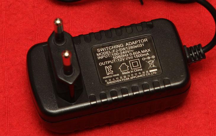 LED 스텐드 LUXLAND LX-102, IT, LED스탠드, LED, 스탠드, 인버터스탠드, 발광소자, 야근, 학생, 리뷰, 사용기, 체험단, LED 체험단, 스텐드,LED 스탠드 체험단이 되어서 사용해본게 이번이 두번째네요. 일반 조명보다 전력을 더 적게 사용하고 깜빡임이 없어서 주목을 받고 있는 조명이죠. LED 스탠드 LUXLAND LX-102 를 직접 사용을 해보고 전력측정기로 전력사용량도 체크해보고 밝기도 확인해보는 시간을 갖도록 하겠습니다. 근데 밝기 조도를 확인 할 수 있는 방법은 없군요. 사진으로는 확인이 좀 힘이 듭니다. 하지만 가능한 제 눈에 보이는 상태로 한번 찍어봤습니다. LUXLAND LX-102 LED 스탠드가 근데 아직은 인지도가 좀 낮은듯하네요. 사전 정보를 검색해보려고 찾아보았지만 아직 정보가 많지를 않았습니다. 다만 예전에 쓰던 LED 스탠드 보다는 상당히 밝은 밝기를 자랑하네요. 모양은 조금은 투박한 편입니다. 너무 밋밋해서 오히려 신경을 안쓴듯하지만 사실은 너무 디자인이 현란하면 오히려 쓰기 어려운점도 있습니다. 재질인 너무 반짝거리고 매끄러워서 긁힘 이나 오염에는 조금은 취약한 점이 있지 않나 생각이 들긴 하지만 저렴한 LED 스탠드에 밝기도 훌륭해서 밤낮없이 공부하는 학생들 그리고 야근하는 직장인들 시력을 보호하는 용도로는 괜찮아 보입니다. 그래서 소개를 해봅니다.