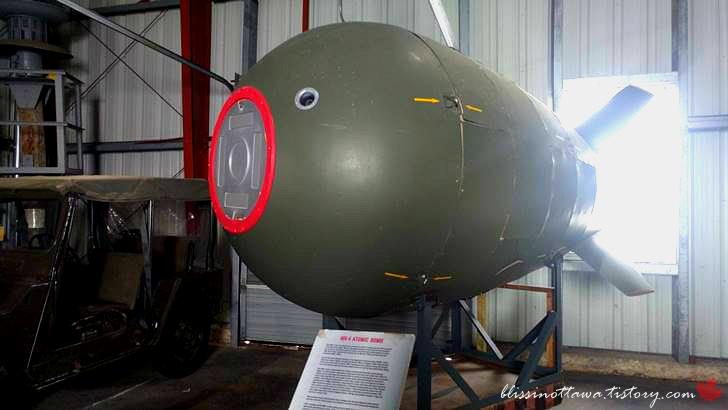 미국 Mark 4 원자 폭탄입니다