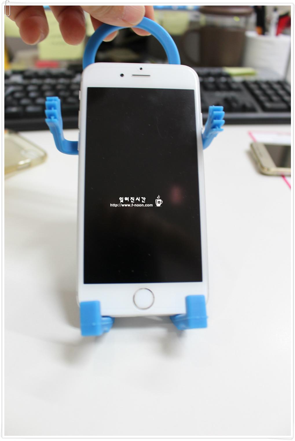 아이폰6 홀더에 거치된 모습