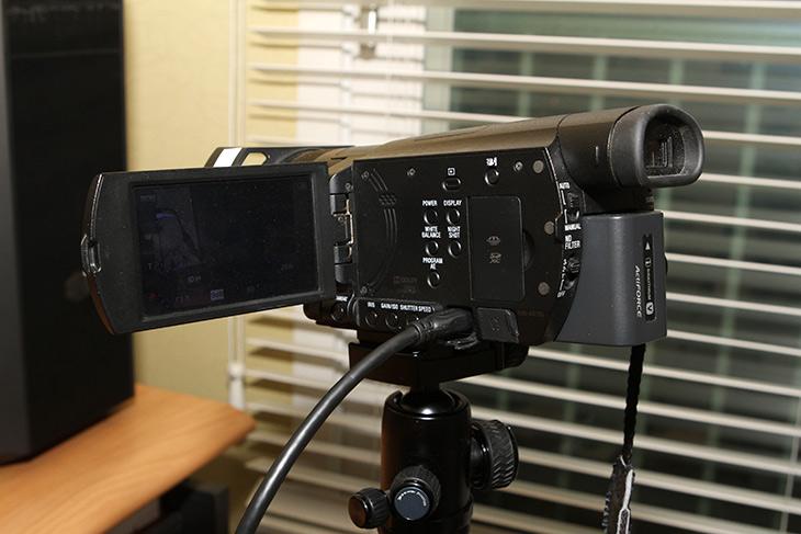 온랩 1101P, ENG 카메라, 리뷰용 모니터,IT,IT 제품리뷰,미니 모니터는 잘 활용하면 꽤 유용하게 사용할 수 있습니다. 작은 컴퓨터를 만드는 용도로 활용될 수 도 있구요. 온랩 1101P ENG 카메라 리뷰용 모니터는 조금 특별한 용도로 나온 모니터 입니다. 물론 일반적인 용도로도 사용은 가능 합니다. ENG 카메라는 촬영부와 녹화부가 같이 있는 류를 말하는데 보통 사용하는 우리가 알고 있는 캠코더 이기도 합니다. 온랩 1101P 는 24Hz 25Hz 30 Hz를 지원해서 전문적인 촬영에 도움을 줍니다. 리뷰용 모니터를 두면 확실히 촬영할 때 좀 더 큰 모니터로 쉬운 확인이 가능해서 좋죠.