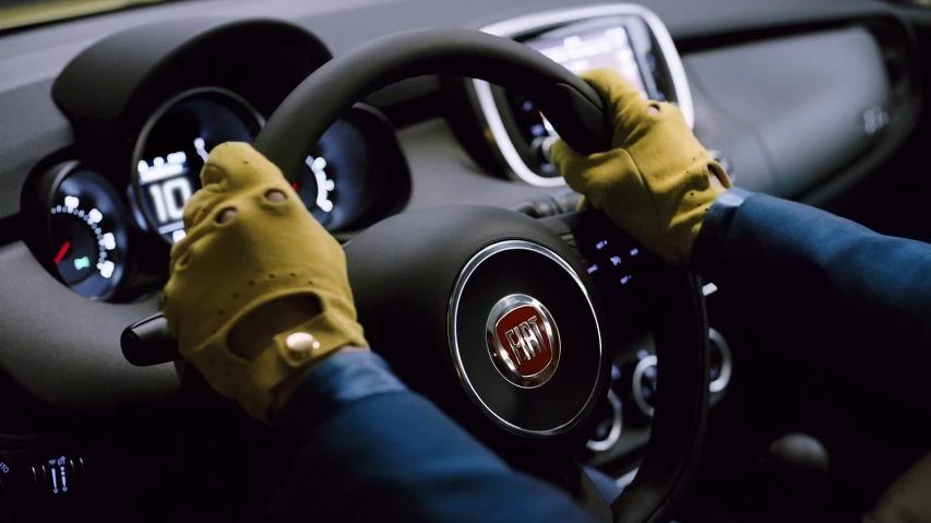 슈퍼모델 데릭 쥬랜더(Derek Zoolander)의 블루스틸(Blue Steel)을 가장 돋보이게 만드는 자동차, 피아트(FIAT) 500X의 쥬랜더2 타이인(Tie-In)공동 TV광고 '블루스틸'편 [한글자막]
