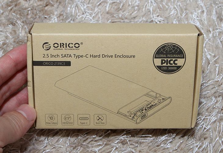 투명한 외장하드 케이스, 오리코, USB-C 외장하드 케이스,IT,IT 제품리뷰,속을 보여줘서 오히려 이쁜 제품 소개 합니다. 특이하긴 하네요. 투명한 외장하드 케이스 오리코 USB-C 외장하드 케이스를 소개 합니다. 이 제품은 2.5형 S-ATA 저장장치를 연결해서 사용하는 제품입니다. 투명한 외장하드 케이스로 오리코 제품인데요. 인터페이스가 USB-C 이므로 좀 특이하게 스마트폰이나 태블릿 등에 직접 연결해서도 사용이 가능한 제품 입니다. 투명해서 속이 보여서 리뷰용으로 사용하거나 할 때도 더 멋질듯 하구요. 저장장치를 여러가지 사용해서 속에 어떤게 들어있는지 쉽게 파악하고 싶을때도 좋습니다.