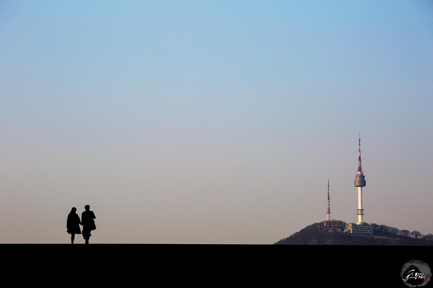 탐아빠 남산타워와 실루엣 사진