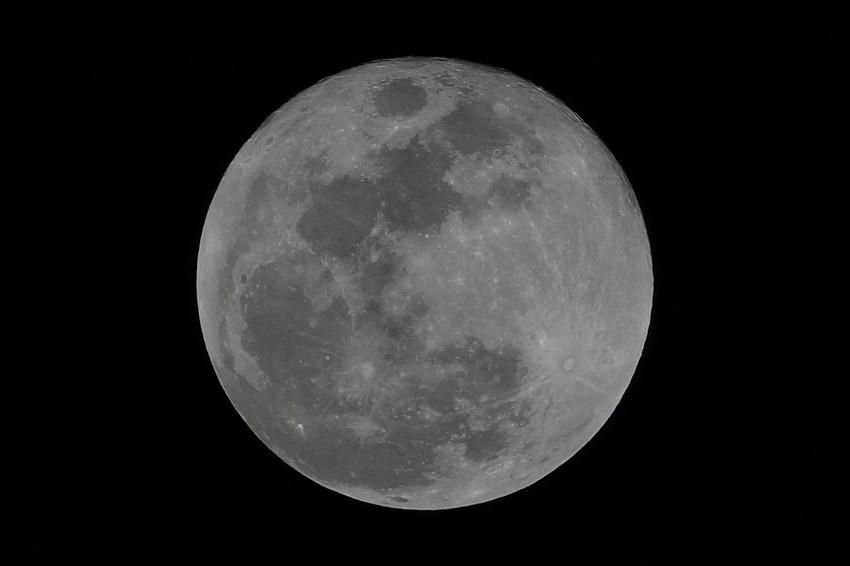 늦은 정월대보름달
