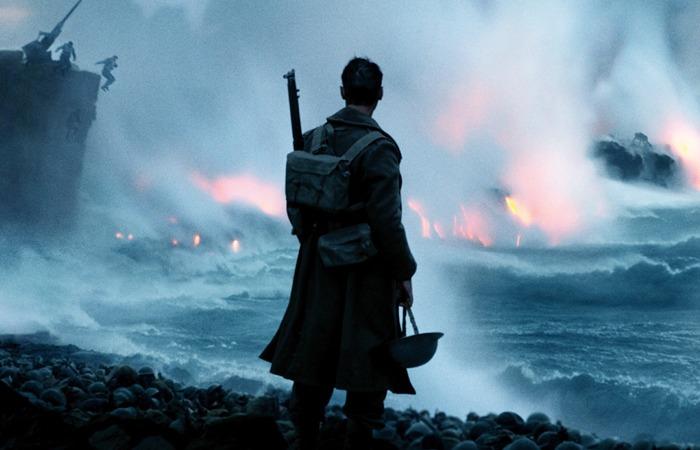 사진: 영화 덩케르크 철수 작전에서 한 병사가 처절한 탈출을 보고 있는 장면이다. 이 영화는 생존을 위한 몸부림이 내용이다. [덩케르크의 기적 내용]