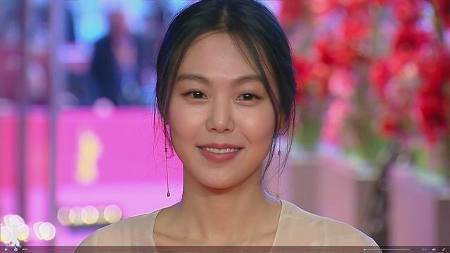 김민희, 홍상수 감독 '밤의 해변에서 혼자'로 베를린영화제 여우주연상 수상