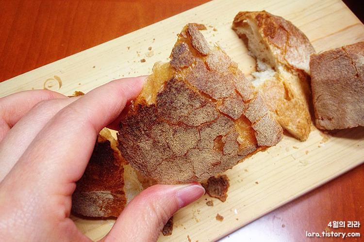 아침식사_빵_감자스프_닭고기샐러드
