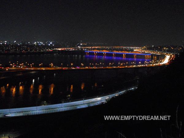 봄날의 응봉산 서울 야경