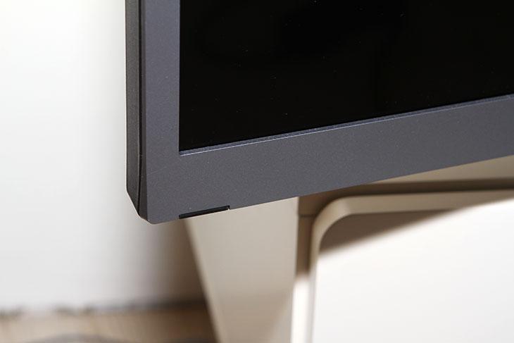 UHDTV 65인치 TG B65UA 상세 벤치마크,UHDTV,65인치,TG,TG&CO,B65UA,벤치마크,IT,IT제품리뷰,후기,사용기,UHDTV 65인치 TG B65UA 상세 벤치마크편 입니다. 체험을 하게 된것은 꽤 된듯 한데요. 항상 퇴근 후 저녁마다 시청을 했고 휴일에도 계속 켜서 사용을 해 봤는데요. 사용 후 느낌적인 부분 그리고 장점이 되는 부분과 B65UA 단점이 되는 부분도 적어봅니다. UHDTV 65인치 TG B65UA 상세 벤치마크편을 통해서 제품에 대한 특징들에 대해서 살펴볼 것입니다. 실제 사용자 입장에서 편했던점 그리고 기술적인 점을 적어보면서 참고되는 글을 올려보도록 하겠습니다. UHDTV는 최근에 점점 고해상도로 올라가고 있는 디스플레이 추이를 반영한 제품인데요. TG에서는 B65UA라는 65인치 대형 디스플레이를 내어놓았습니다. 디스플레이 자체 품질은 상당히 좋았습니다. 178도 상하좌우 시야각에 빠른 반응속도 그리고 높은 해상도로 4K 영상을 재생 시 아주 깨끗하게 재생이 가능했으며 1080P 영상의 업스케일링 성능도 좋아서 일반적인 TV시청에서도 꽤 좋은 느낌을 주었습니다. 가격은 200만원 후반대로 상당히 저렴하게 나왔습니다.  보통 65인치 사이즈의 디스플레이 경우 가격이 상당한게 보통입니다. TG에서는 스마트기능을 과감하게 버리고 디스플레이와 저렴한 가격 그리고 실제 편의성에 촛점을 맞췄습니다. 이런 이유로 스마트기능 메뉴나 그런 부분은 없습니다. 다만 HDMI의 여러개의 포트로 연결성을 강화했으며, MHL 포트와 대부분의 동영상을 자체 재생할 수 있는 코덱을 담아서 USB포트로의 동영상 재생 및 사진, 음악 재생에 힘을 기울였습니다. 스피커의 경우에도 15W의 스피커가 2개가 들어가서 별도의 오디오가 필요하지 않을정도로 성능이 꽤 좋았습니다. 전력소모량부분은 65W급의 평균정도 되는 수치였으며 베젤은 무반사 타입으로 되어있어서 눈 피로가 적고 얇은 편이라 적당히 두께가 있어서 화면이 좀 더 커보이는 효과가 있었습니다.