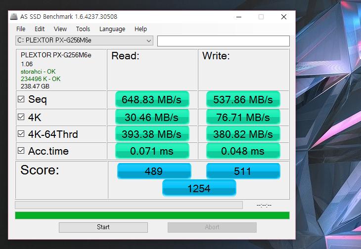 플렉스터 M6e, M.2, PCI-E, SSD, 256GB, 플렉스터보 ,성능,Plextor,M6E SSD,M6E M.2,M.2,IT,IT 제품리뷰,SSD,저장장치,SATA Express,기가바이트,기가바이트 메인보드, GA-Z97X-UD3H,플렉스터 M6e M.2 PCI-E SSD 256GB 플렉스터보 성능을 알아보려고 합니다. S-ATA 타입의 SSD 보다 M.2를 이용하면 몇가지 장점이 있는데 성능과 더 크기를 작게 만들 수 있다는 점 입니다. 차세대 저장자치 인터페이스로는 S-ATA Express와 M.2 (NGFF) 가 있습니다. 플렉스터 M6e M.2 PCI-E SSD 256GB는 M.2 인터페이스를 사용합니다. 참고로 두 차세대 인터페이스 모두 최신 메인보드 규격에서만 사용이 가능 합니다. 그리고 둘중 하나만 사용이 가능하죠. 최근에 Z170 메인보드들은 M.2 인터페이스를 더 늘려서 더 많이 사용할 수 있도록해서 RAID를 한다던지 해서 성능을 더 높일 수 있는 방법들이 나왔는데요. 그리고 비교적 M.2는 저장장치가 많이 나와있어서 선택의 폭도 넓은 편 입니다. 플렉스터 M6e M.2 PCI-E SSD 256GB를 사용해보기전 PCI-E 타입의 SSD를 사용을 했었는데요. M.2 인터페이스를 사용하면서 좀 더 내부 구성을 간단히 할 수 있게 되었습니다. 이번시간에는 플렉스터 M6e M.2 장착방법에 대해서도 설명할겁니다. 그렇게 해서 제 컴퓨터가 얼마나 내부가 간단해졌고 성능이 더 좋아졌는지를 설명할 것 입니다. 사용한 메인보드는 기가바이트 GA-Z97X-UD3H 입니다. M.2를 지원하는 메인보드에서 사용이 가능하며, 가장 빠르고 현실적인 가격의 SSD를 사용해보고 싶은 분들은 사용해보길 권합니다.