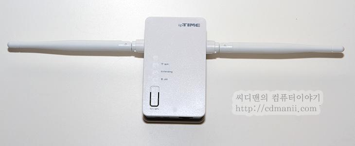 iptime extender2 설정, iptime extender2 사용방법, iptime extender2 후기, 사용기, 후기, 리뷰, IT, 무선, 안테나, 유선, 무선범위, N타입, IEEE 802.11N,iptime extender2 설정과 사용방법을 설명 드리겠습니다. 후기를 쓰기 위해서 막상 이것저것 써보니 사용은 너무 간단한 것이었습니다. 특별히 설정할 필요도 없었구요. 그런데 가능하면 유무선공유기도 아이피타임 제품을 쓰는게 좋더군요. WPS 버튼을 통해서 iptime extender2 설정시 그게 잘 연결되니까요. 다른 유무선 공유기는 사용방법이 좀 다릅니다. 실제로 해보니 WPS 버튼으로는 연결이 안되더군요. 이럴 때는 설명서대로 수동으로 연결하면 됩니다. 만약 유무선공유기가 iptime 것이라면 WPS 버튼으로 간편하게 연결할 수 있습니다.  iptime extender2는 말그대로 무선의 공간을 확장하는 기기 입니다. A라는 유무선공유기가 있고 커버할 수 있는 무선 공간이 있다고 했을 때 다른 공간으로 무선 공간을 확장하고 싶을 때 활용할 수 있죠. 그리고 iptime extender2를 노트북이나 데스크탑에 바로 연결하면 무선랜카드로도 활용할 수 있습니다.