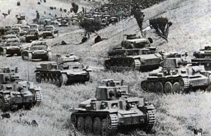 사진: 프랑스와 영국군이 방비하던 마지노선을 우회하여 아르덴 숲을 돌파해버린 독일 기갑부대의 전격전은 덩케르크의 기적의 시작점이다. [덩케르크 철수작전의 배경]