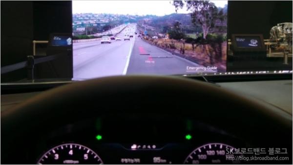 < 이미지 : 현대자동차의 3D 증강현실 헤드업 디스플레이 / 이미지 출처 : 정구민 >