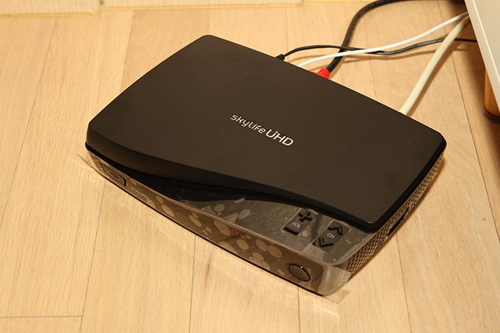 캔스톤 ,T150, 사운드바 ,저렴하지만, 디자인 품질 ,만족스러워,IT,IT 제품리뷰,UHD TV를 쓰고 고성능의 셋탑을 쓰는 시대입니다. 당연 사운드도 좋아야겠죠. 캔스톤 T150 사운드바 저렴하지만 디자인 품질 만족스러운 제품 이었는데요. 기본 TV 사운드도 나쁘진 않지만 별도로 스피커를 확장을 하면 훨 씬 더 좋은 사운드를 느낄 수 있습니다. 캔스톤 T150 사운드바는 블루투스 AUX 옵티컬 연결을 모두 가능하게 하는 제품으로 셋탑이나 TV 직접 연결등 거의 모든 연결이 가능한 제품 입니다.