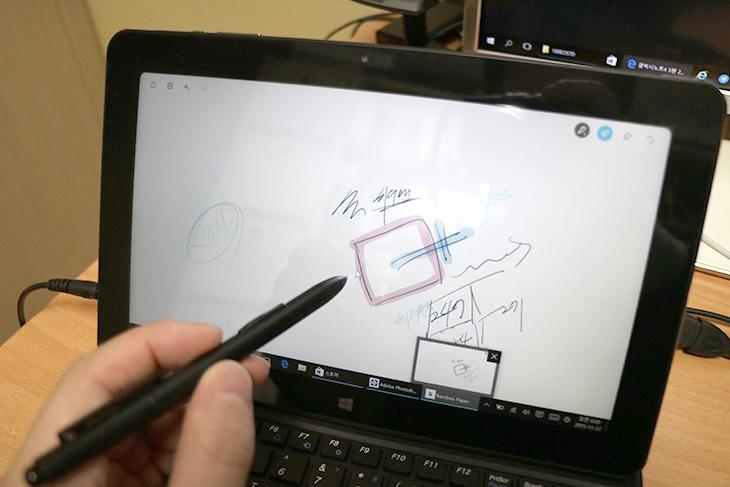 코넥티아 m stylus 개봉기, 코어M, 와콤펜,스타일러스펜, 타블렛PC,코넥티아,코넥티아 m 코넥티아m,IT,IT 제품리뷰,후기,사용기,제가 그동안 생각했던 그런 제품이 이제는 나오네요. 그것도 미친가격에 나옵니다. 코넥티아 m stylus 개봉기를 통해서 제가 먼저 디자인을 소개해드리고 그 후에 정말 상세한 후기도 올릴 것인데요. 이 제품은 코어M 프로세스를 넣었고 와콤기술이 들어간 와콤펜까지 옵션으로 제공하는 진정한 태블릿PC 입니다. 코어M만 들어간 태블릿PC라고 하면 사실 이번이 처음은 아니라서 신선하지 않을지도 모릅니다. 하지만 성우모바일에서 출시하는 이 제품은 가격을 상당히 낮췄습니다. 출시가가 40만원대 정도인데 좀 더 안정화가 되면 정말 엄청날 것입니다. 게다가 와콤기술이 들어간 펜을 옵션으로 제공 합니다. 필기도 무척 편하게 입력할 수 있고 펜에 건전지도 들어가지 않고 펜이 정말 일반 펜 두께와 같아서 사용이 무척 쉽습니다. 그럼 코넥티아 m stylus 개봉기  보도록 하죠.