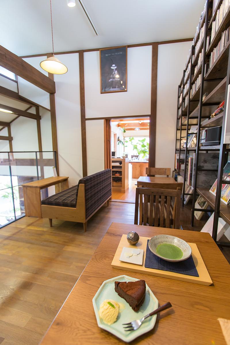 교토 북부의 도자기 카페 호토키 HOTOKI