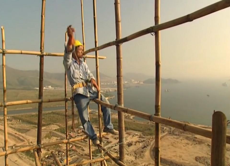 빌딩 비계설치에 사용되는 일명 아시바 재료로 대나무를 사용하는 홍콩