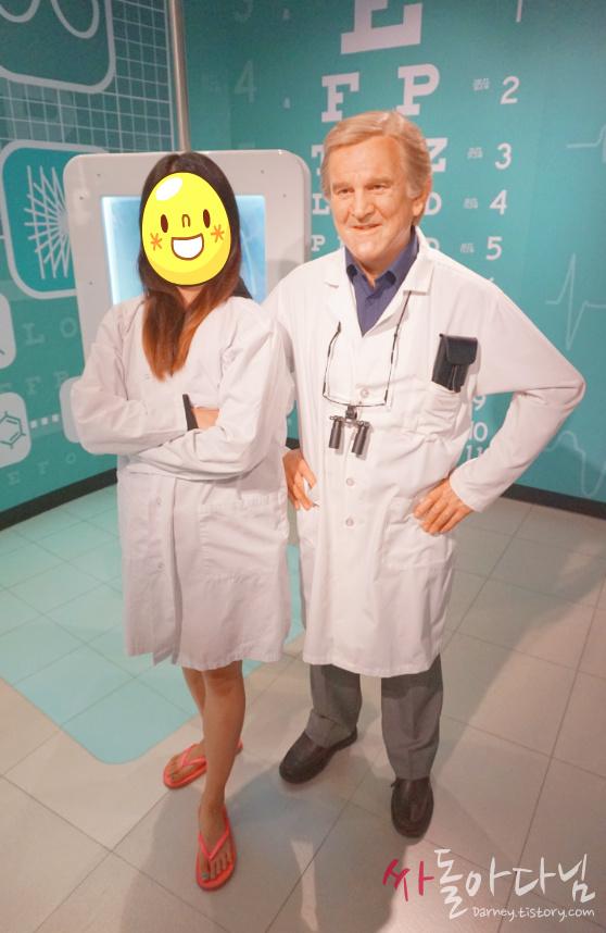 시드니 마담 투소(Madame Tussauds) - 의사