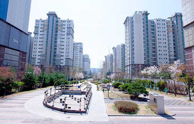 아파트 단지 정원 신축 아파트