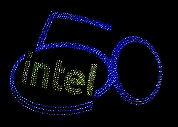 인텔 창립 50주년 기념 드론 라이트 쇼...2,018대의 드론으로 기네스 신기록 경신