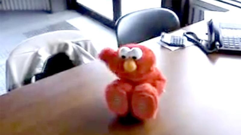 사진: 동영상 사이트에 올라 온 데굴데굴 구르는 웃음장난감 모습.