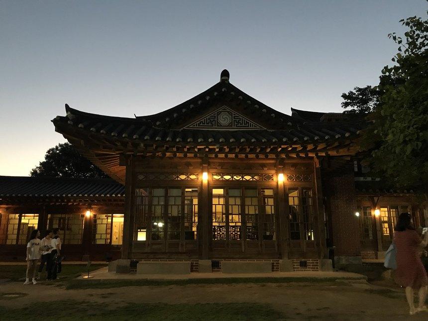 북촌, 100년 역사를 간직한 '백인제가옥 야간 개장'