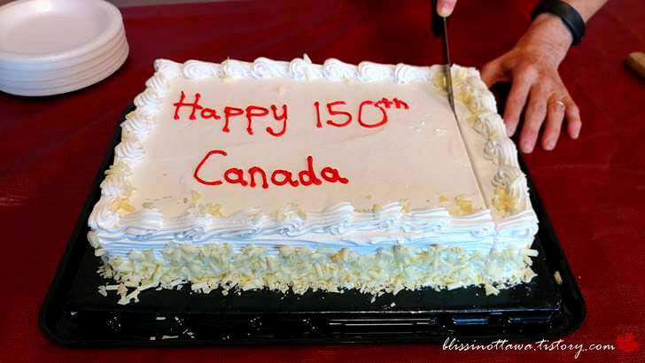 캐나다 생일 케이크입니다