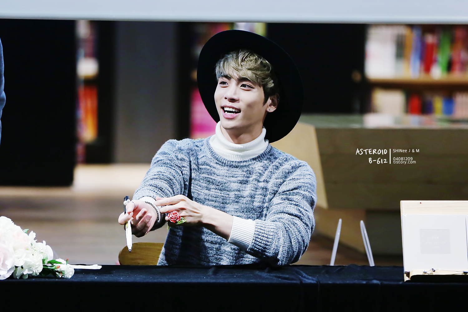 151121 Jonghyun @ 'Skeleton Flower' - Evento Fansign. 26593A4A5650BAD4193B8A